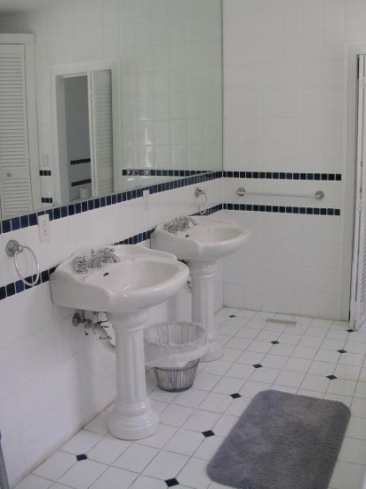 Master Ensuite downstairs