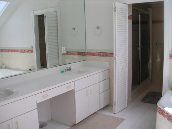 Master upstairs ensuite